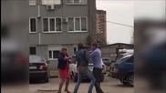 """Пиян """"терминатор"""" и неговата почерпена съпруга се млатиха на улицата"""