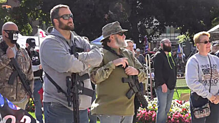 USA: Armed demonstrators rally to defend second amendment