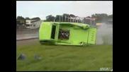 Камионът на Dragst Er се разбива от бариера