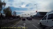 На светофара на Кат, на 300м от сградата им в София - Джип в насрещното.