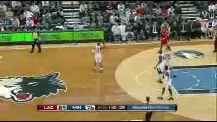 Луд баскетболист си удря главата (смях 100%)