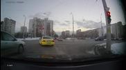 Такси менте на 9732121 явно е учил от правилник менте.