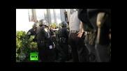 Полицията бие, арестува студенти