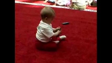 Състезание по лазене за бебета