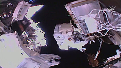 ISS: Astronauts Parmitano and Morgan conduct spacewalk to upgrade device