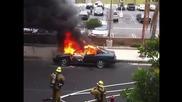 Какво се случи докато пожарникар гаси пламнала кола