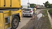 "Катастрофа между кола и тир задръсти движението около ""Дунав мост"""