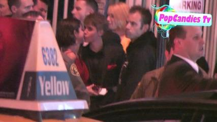 Justin Bieber се целува с Selena Gomez !!!