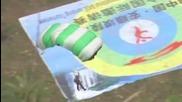 Страхотни скокове с парашут в Китай