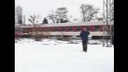 Влак дерайлира при гара Курило, няма пострадали
