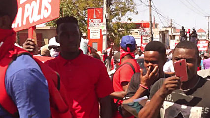 Haiti: Angry police forces set carnival stands on fire to protest bad working conditions - reports
