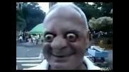 Идиот прави як номер с очите си :d