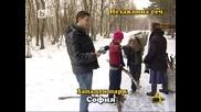 Чавета хвърлят дърва по репортер