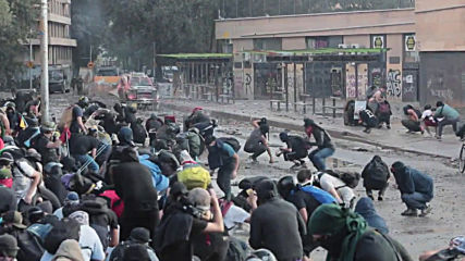 Chile: Clashes erupt as protests hit one-month mark