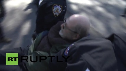 USA: Dozens arrested in Rikers Island protest