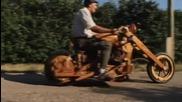 Напълно функциониращ дървен мотоциклет!