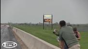 Толкова е бърза, че ще избяга от пистата :)