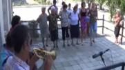 Флигорната на Алийко - Български Радичкови ритми от Мегдана във филм за Японската Телевизия - Браво!