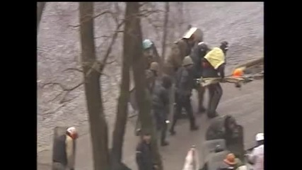 Беркут стрелят по протестиращите ( Войната в Украйна)
