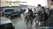 Протестиращ се гаври с руски полицаи