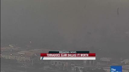 Ужасно торнадо в Далас вдига камиони на 16 метра