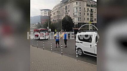 Такси се запали след удар в трамвай на столичен булевард