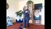 Дядка разбирач на техно танци