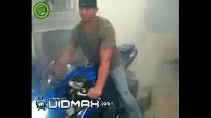 Пилене На Гуми С Мотор В Хола На Къща !