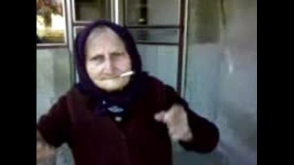 баба танцува яко и пу6и цигаркааа!!!!