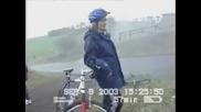 Както Си Помпих Гумата На Велосипеда  И Гледам Как Караваната Полетя Назад