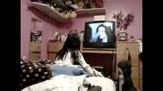 Смях - Момиче се разплаква докато гледа сериал