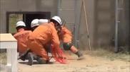 Ето как тренират японските пожарникари за спасяване на човешки живот!