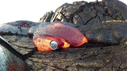 Лава поглъща кенче от Кока-кола