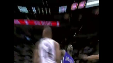 Dunk of the Night (04 06 2011) Tyreke Evans Amazing Slam Dunk on Gary Neal