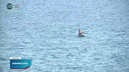 Взети са проби от водите в района на заседналия кораб край Камен бряг