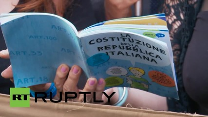 Italy: Candle-lit vigil pays tribute to  'death of public education' in Rome