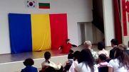 танц с меч от Корейският ден на културата