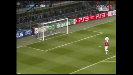 Деян Станкович с гол от 50 метра Интер - Шалке 2-5