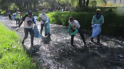 Bolivia: Volunteers join environmental initiative to clean Rocha River in Cochabamba