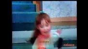 Anahi En Chiquilladas - Any Cantando Con Un Peine