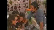 Диего и Лола се целуват... Миа и Роберта се връщат в училище...