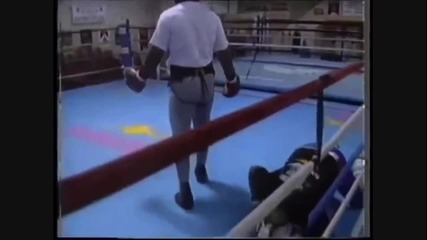 Майк Тайсън раздава правосъдие на спаринг !