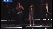 Певицата Мадона неочаквано разголи гърдата на нейна фенка