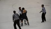 Съдии по хокей на лед при сбиване на играчи ,май ще се преквалифицират за боксови , смях