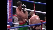 Боксьор срещу юмрука си.