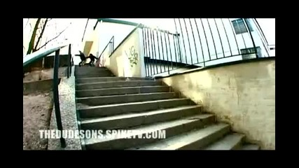 Каране на сноуборд по стълби [тези наистина са луди ;х]