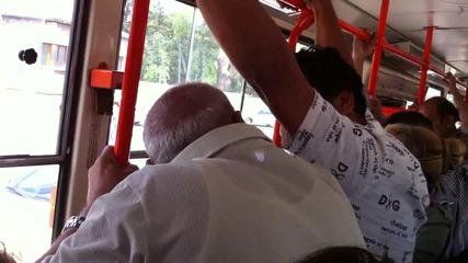 В трамвай N18 бият!