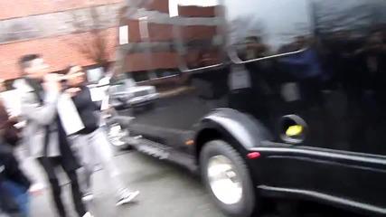 One Direction пристигат в студиото на радио Kiss 108 - Бостън