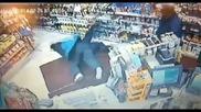 Ще правиш въоръжен грабеж на магазин а?! Вземи набързо тоя суплекс и другият път добре си помисли!