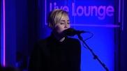 Miley Cyrus изпълнява Summertime Sadness (на живо)
